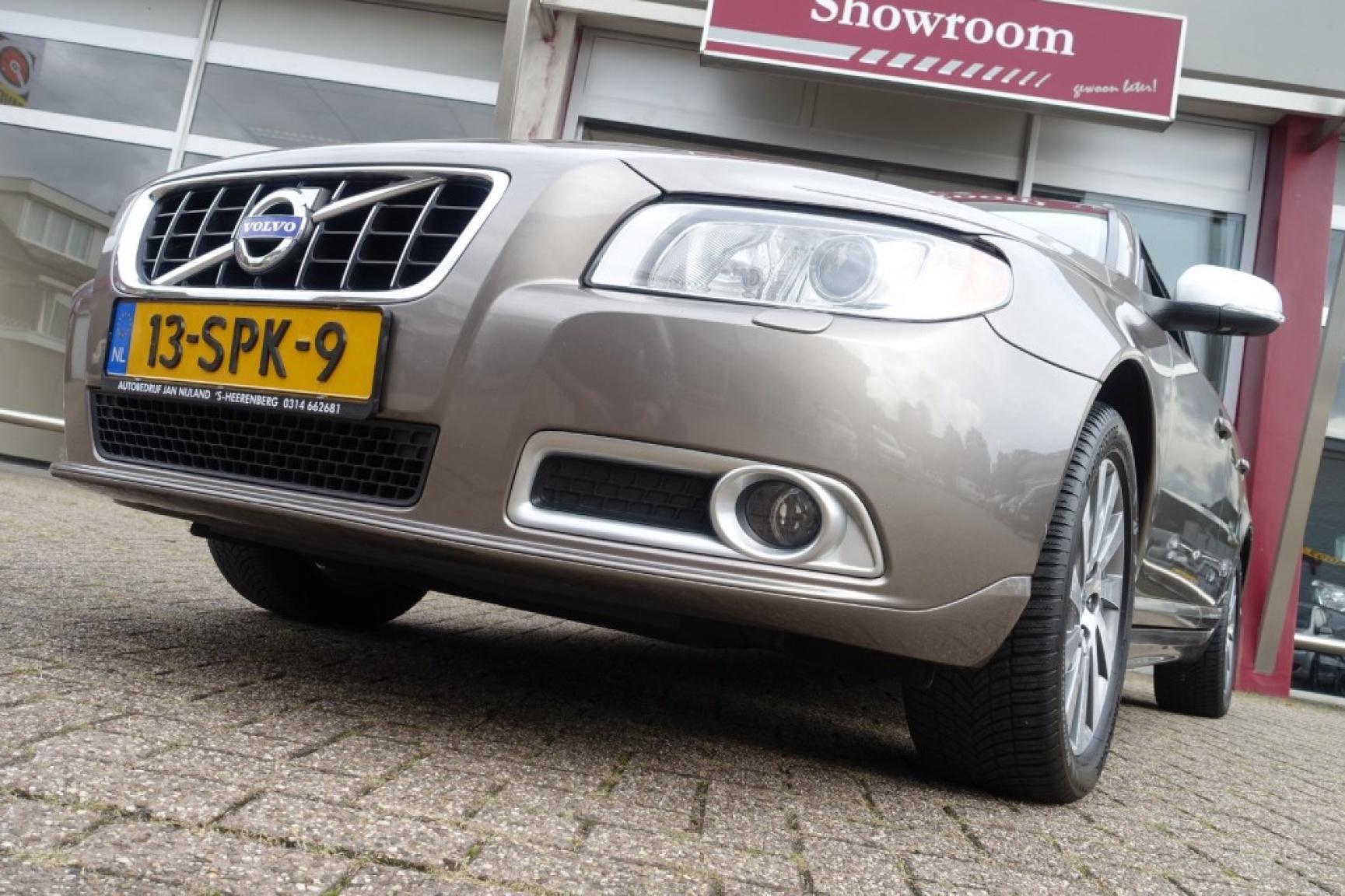 Volvo-V70-18