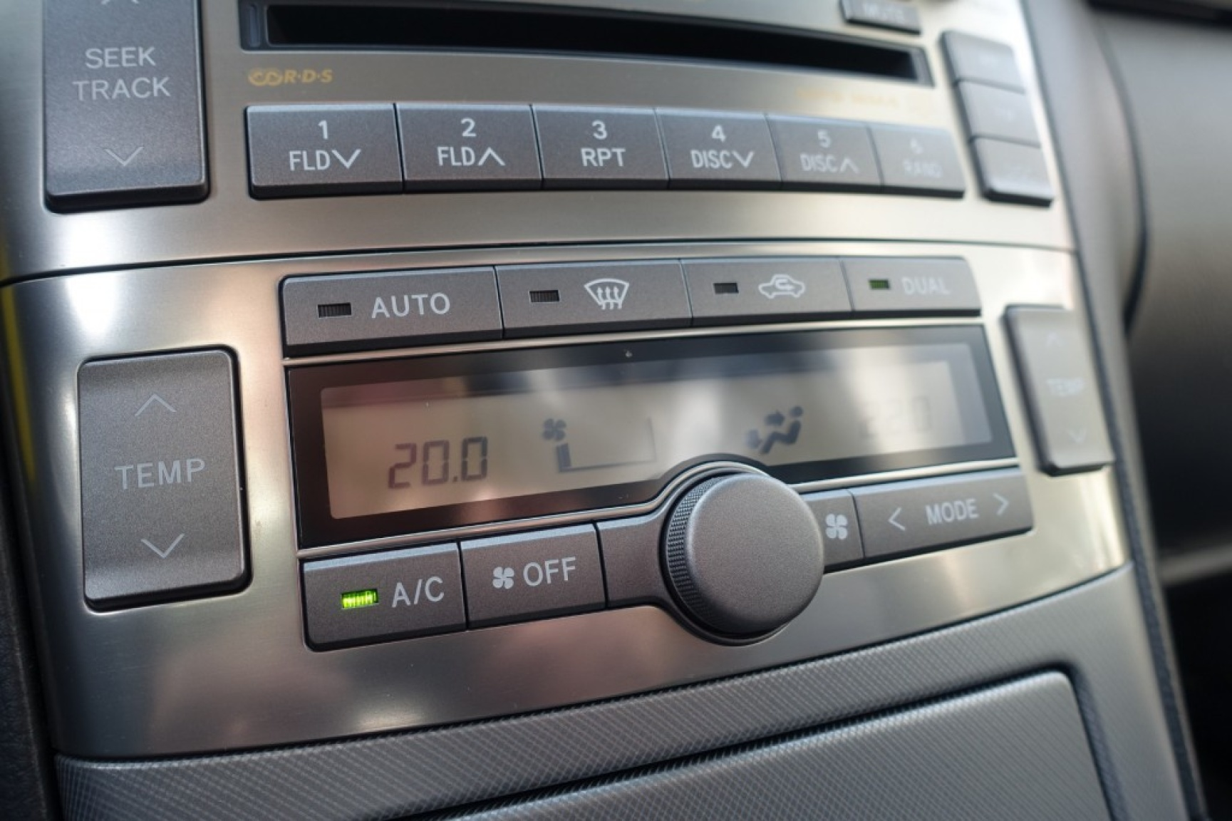 Toyota-Avensis-25